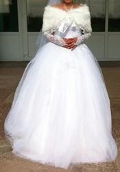 Шикарное свадебное платье для миниатюрной нивесты